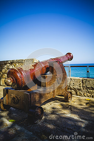 Free Protection, Spanish Cannon Pointing Out To Sea Fortress Stock Photos - 44184163