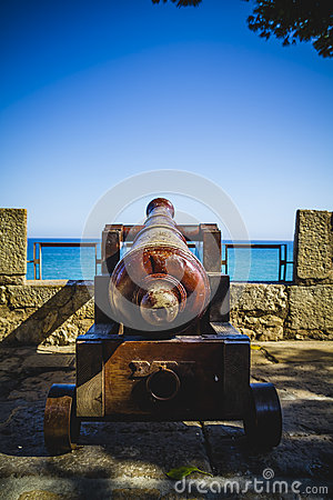 Free Protection, Spanish Cannon Pointing Out To Sea Fortress Stock Images - 44184174