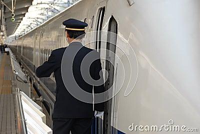 Protector en la plataforma del tren