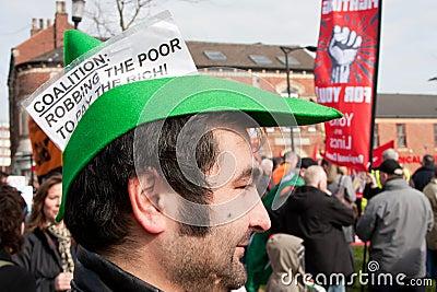Protesta en la conferencia BRITÁNICA de LibDem; Robo de los pobres Foto editorial