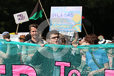 Protestas de Balcombe Fracking Foto editorial