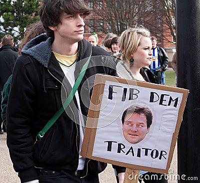 Proteste na conferência BRITÂNICA de LibDem; cortes condenados Foto de Stock Editorial