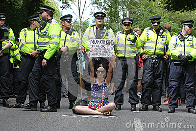 Protestos de Balcombe Fracking Foto Editorial