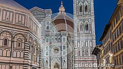 Przód bazyliki Di Santa Maria del Fiore dzień nocy timelapse katedralny kościelny Duomo który jest zbiory