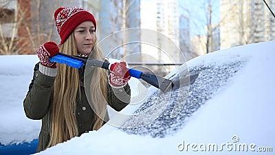 Przeznaczać do rozbiórki marznącego samochodowego windscreen z lodową cykliną zdjęcie wideo