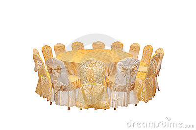 Przygotowań krzesła jedzą obiad okrągłego stół