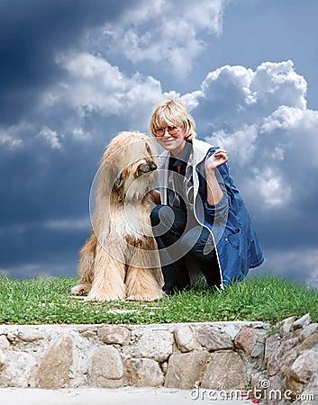 Psia afgańskiej kobieta