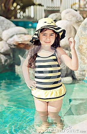 Pszczoła mamrocze kostiumu pływanie