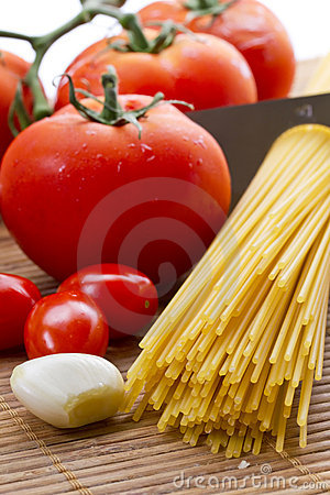 Pâtes, tomate et ail