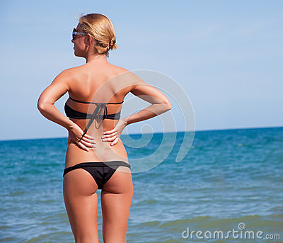 Ptretty woman on the beach