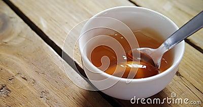 Puchar miód z łyżką 4k zdjęcie wideo