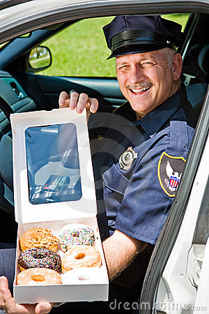 Pudełkowata donuts oficera policja