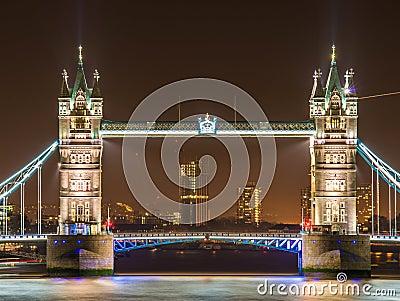Puente famoso de la torre
