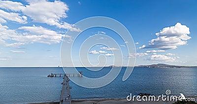 Puente grande en el mar en Burgas, Bulgaria metrajes