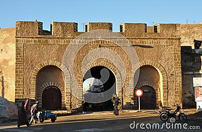 Puerta al Medina de Essaouria Foto editorial