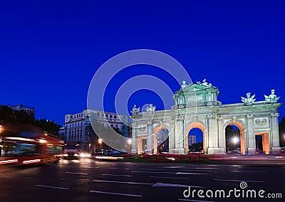 Puerta de Alcala and Traffic
