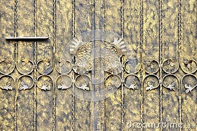 Puerta de la hoja de metal en la pintura