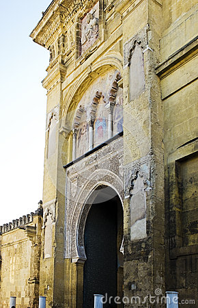 Puerta del perdon in cathedral mosque mezquita de cordoba for Exterior mezquita de cordoba