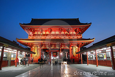 Puerta en el templo en Asakusa, Tokio, Japón de Senso-ji