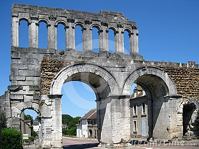Puerta romana de la ciudad
