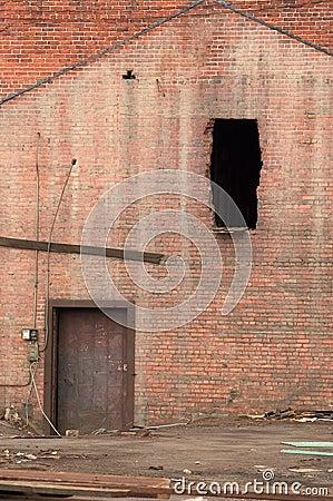 Puerta y ventana demolida