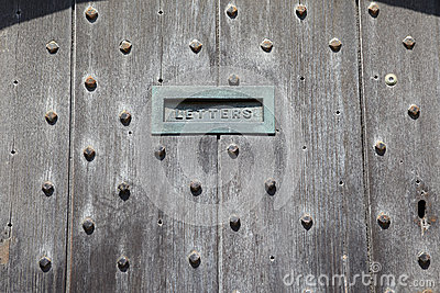 Puertas inglesas con la ranura de correo