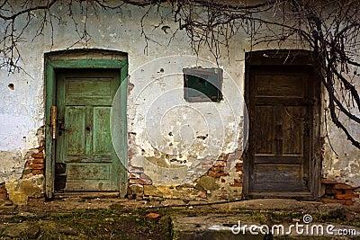 Puertas viejas foto de archivo libre de regal as imagen for Imagenes de puertas viejas
