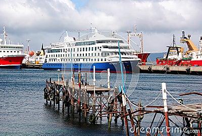 Puerto de Ushuaia Foto editorial