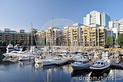 Puerto deportivo, muelle Londres, Inglaterra del St Katharine de los planos