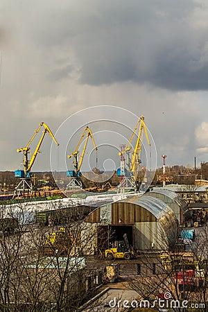 Puerto en el flujo de trabajo de vyborg en la primavera foto de archivo imagen 70507561 - Trabajo en el puerto ...