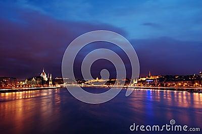 Puesta del sol de Budapest Danubio