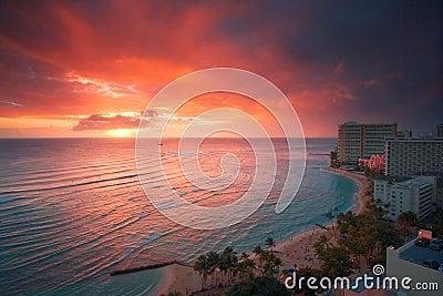 Puesta del sol del centro turístico de Waikiki