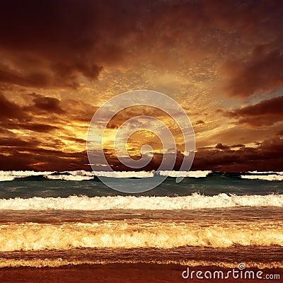 Puesta del sol del mar