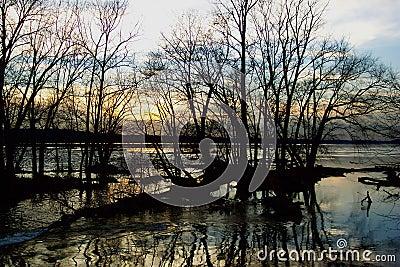 Puesta del sol del río de Potomac