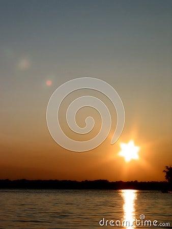 Puesta del sol en el â 1 del lago reed s