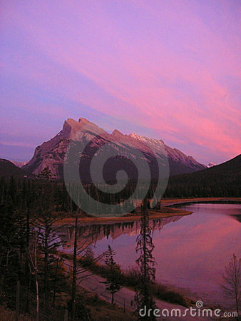 Puesta del sol en los lagos bermellones