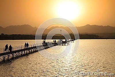 Puesta del sol sobre las montañas de Sinaí