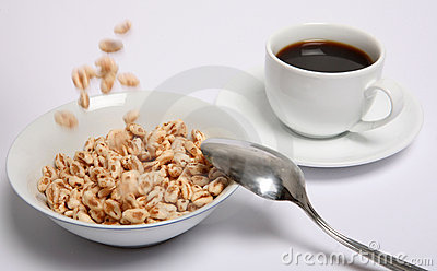 Puffed wheat cereal falling