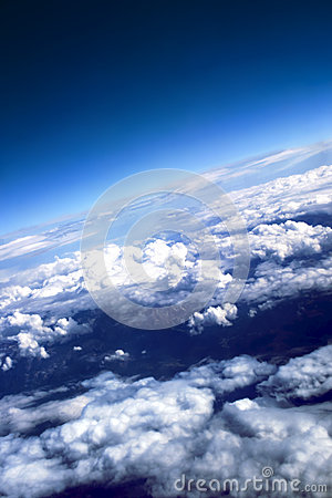 Free Puffy Clouds With The Brightly Expressed Atmospher Royalty Free Stock Photos - 33299338