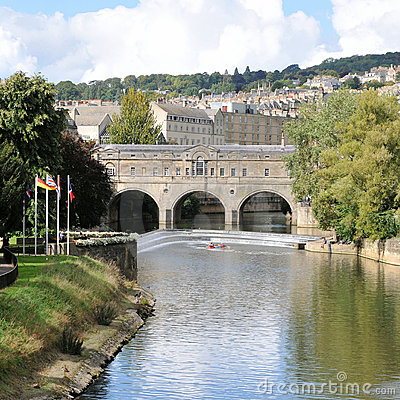 Pultney Bridge and the River Avon in Bath England