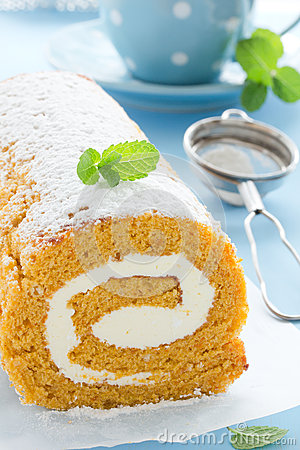 Free Pumpkin Roll. Royalty Free Stock Photography - 32966777