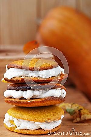 Free Pumpkin Whoopie Cookie Royalty Free Stock Photos - 30271408
