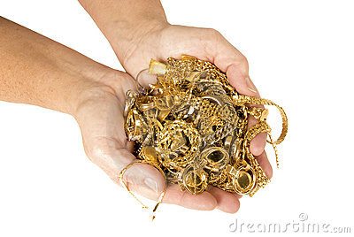 Punhado do ouro pronto para vender para o dinheiro