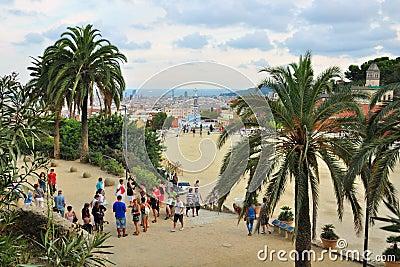 Punta de observación en el parque Guell, Barcelona, España Foto de archivo editorial