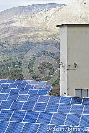 Punto di vista dei pannelli solari nelle montagne di Madonie