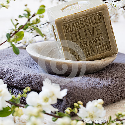 Free Pure Green French Olive Oil Solid Soap In Mineral Cup Stock Image - 74226391