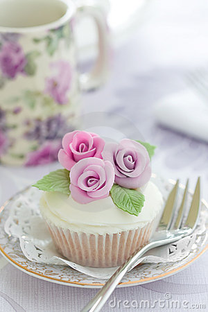 Free Purple Rose Cupcake Stock Photos - 12719493