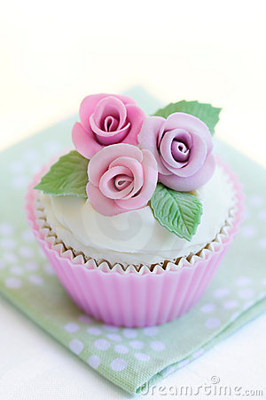 Free Purple Rose Cupcake Stock Photos - 13300893