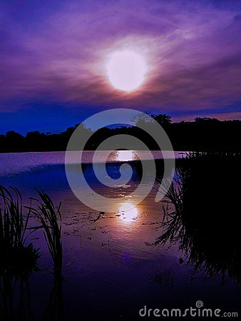 Free Purple Ultraviolet Sunset Sky Reflections Over The Pond Royalty Free Stock Photo - 111963525