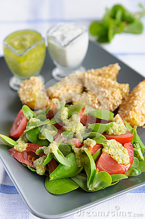 Purslane and tomato salad with green sauce